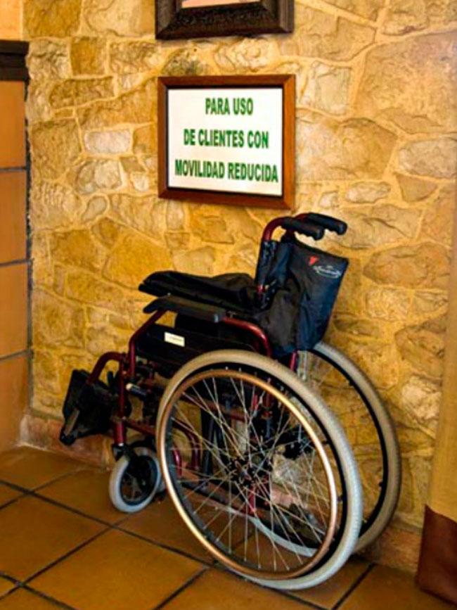 silla de ruedas para clientes