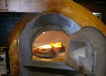 Cocinar en horno de leña
