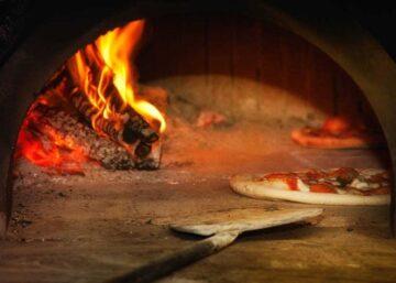 Cocinar en un horno de leña