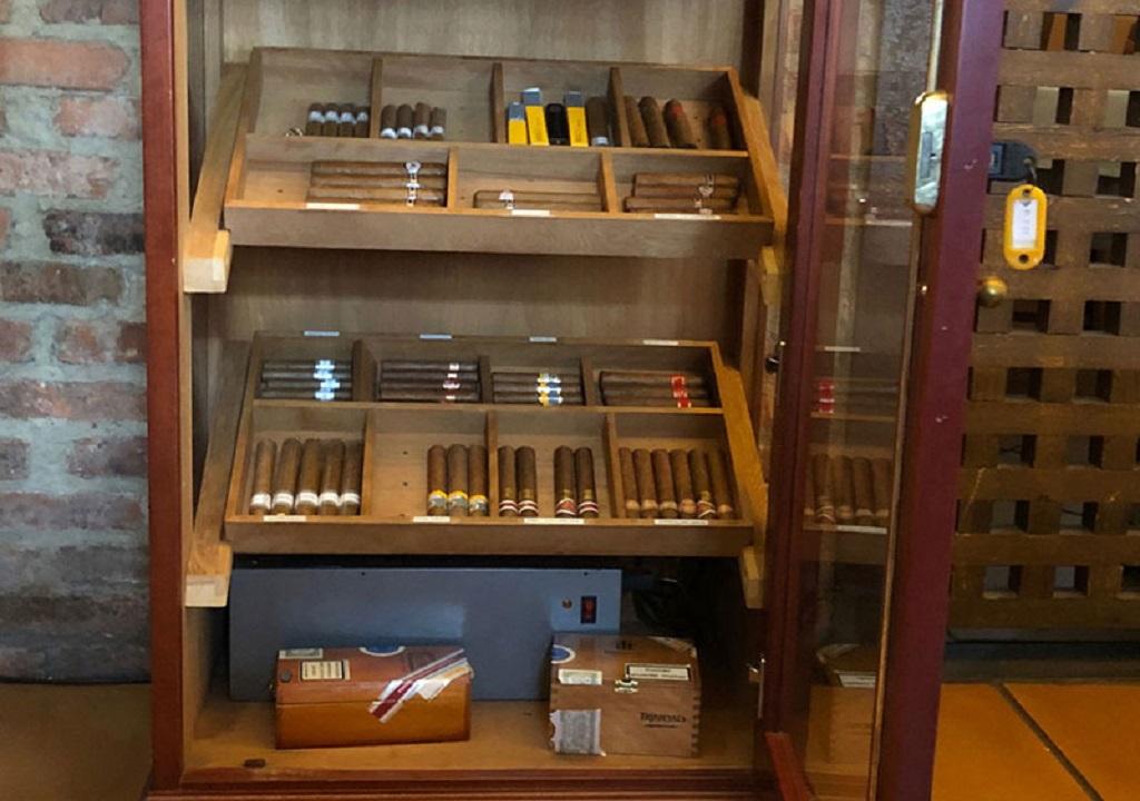 Club de fumadores en El Llagar de titi
